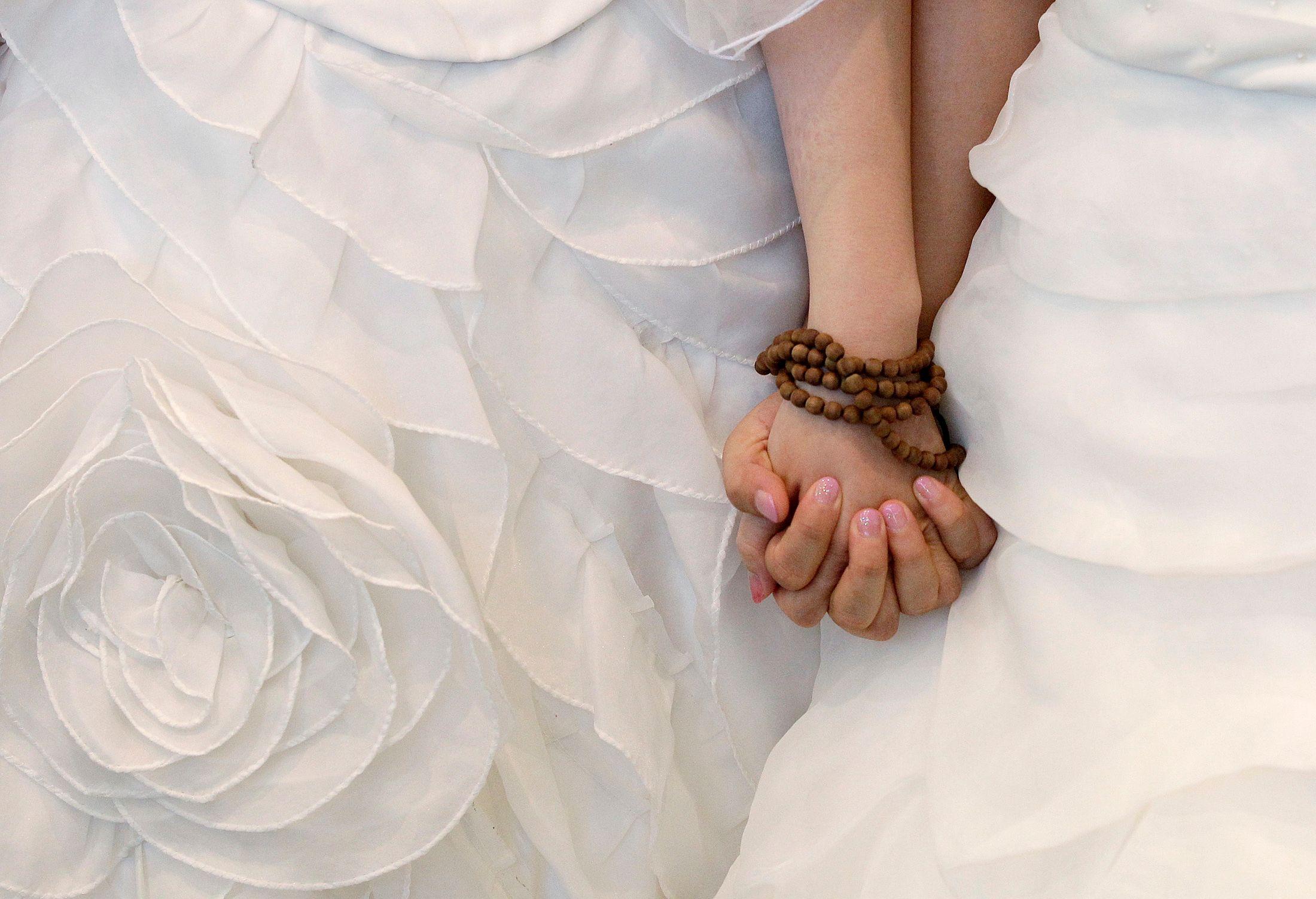 Le sondage révèle aussi que 59% des Français sont aujourd'hui favorables à la loi pour le mariage homosexuel.
