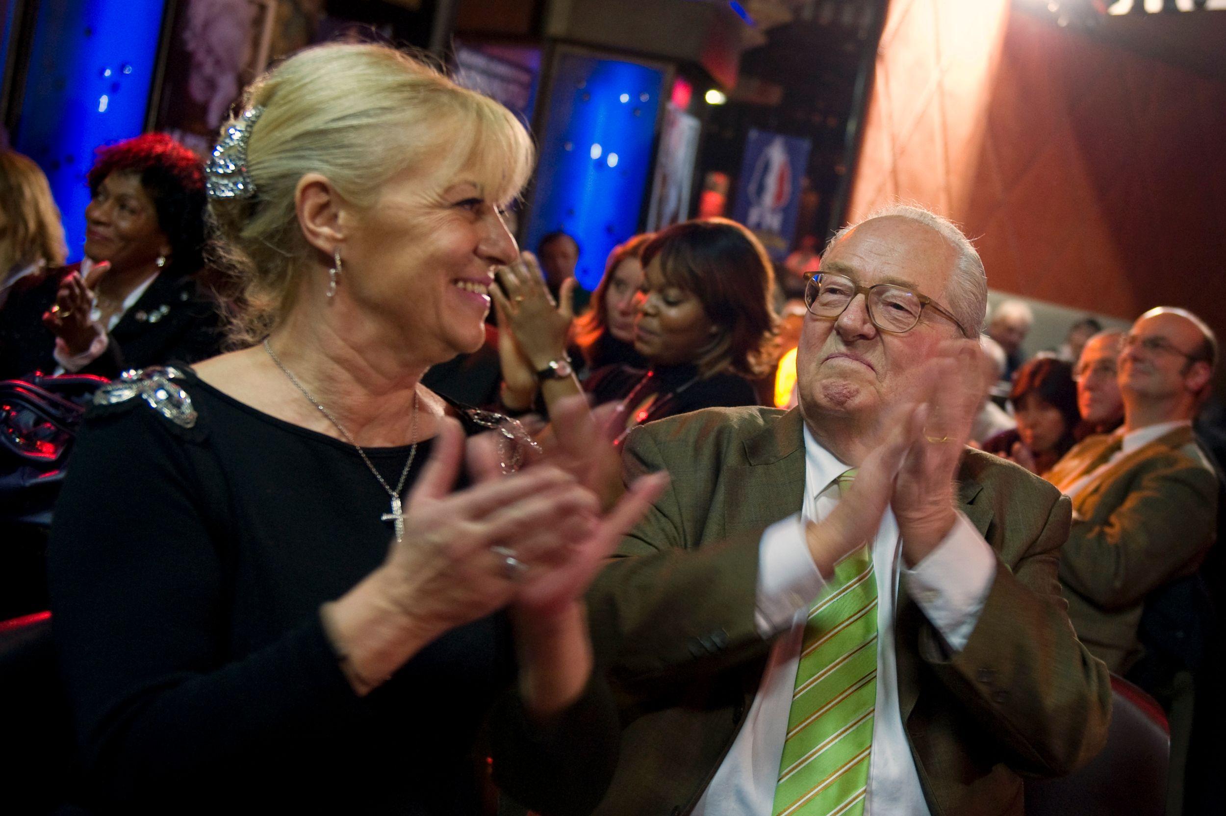 Trop proche de Jean-Marie Le Pen, Marie-Christine Arnautu a été suspendue!