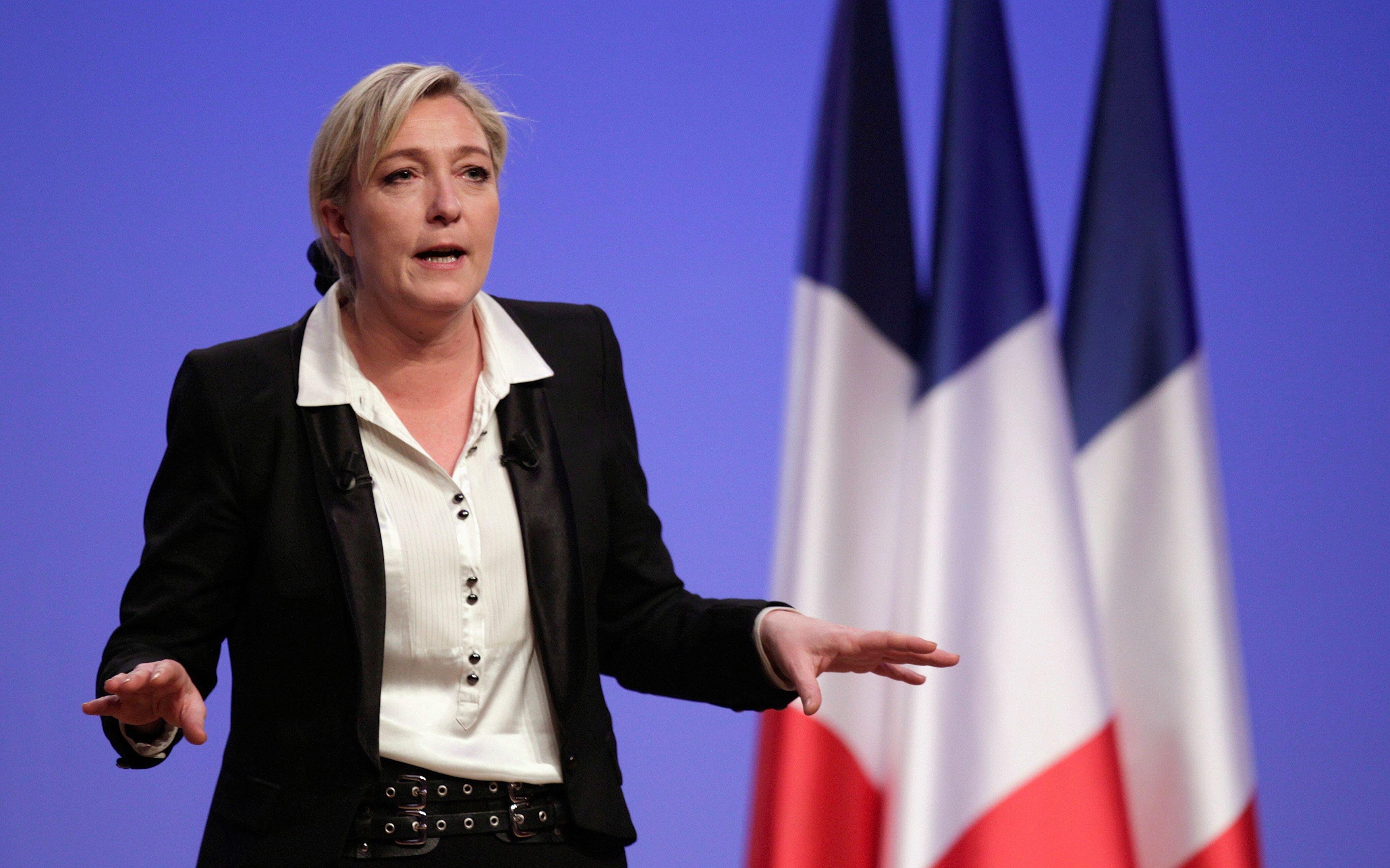 Marine Le Pen essaie d'achever la mue du FN.