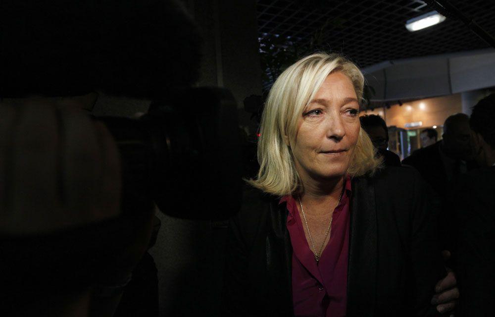 """Front national : Marine Le Pen veut mettre """"l'islam radical à genoux"""" et dit le FN """"prêt à gouverner"""""""