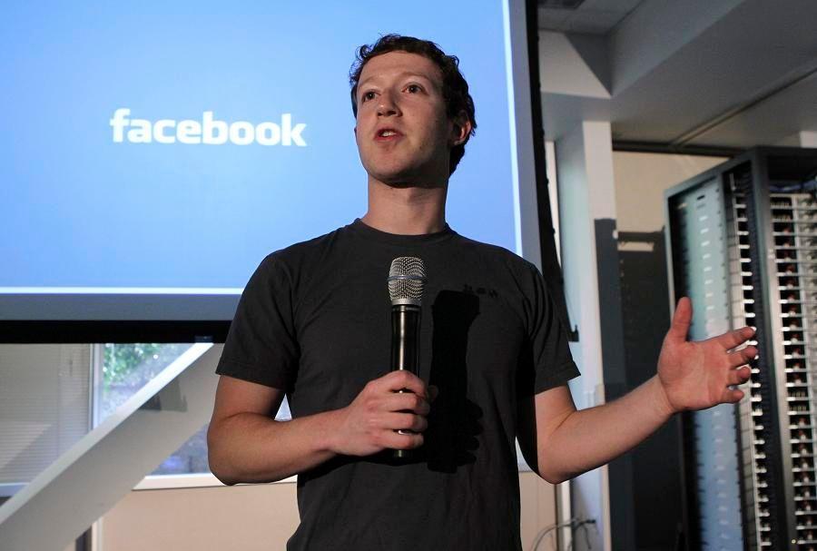 """Mark Zuckerberg avait déclaré en septembre que """"l'avenir"""" était désormais dans les appareils mobiles."""