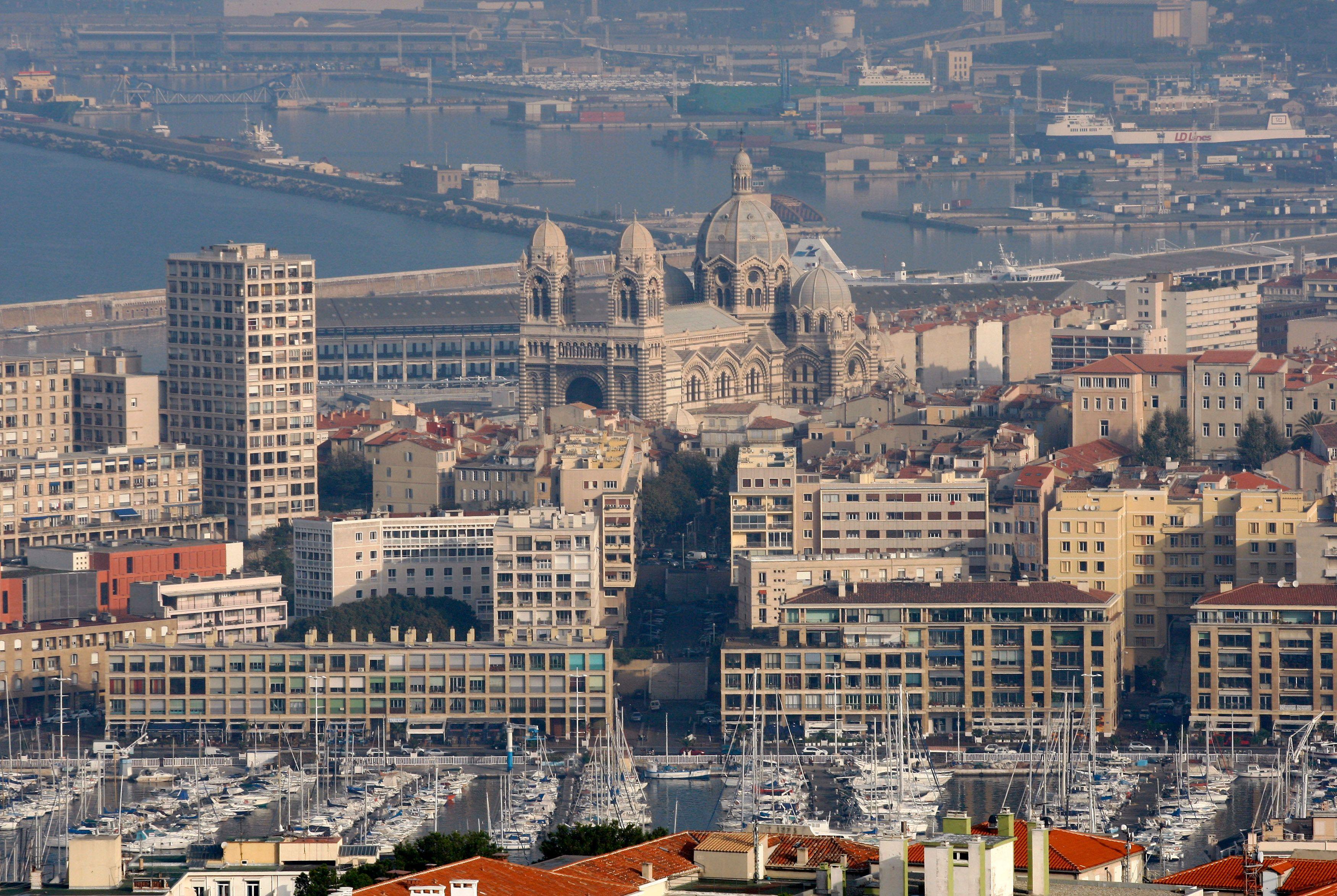 Dimanche matin, un homme a été tué par balles dans une cité des quartiers Nord de Marseille.