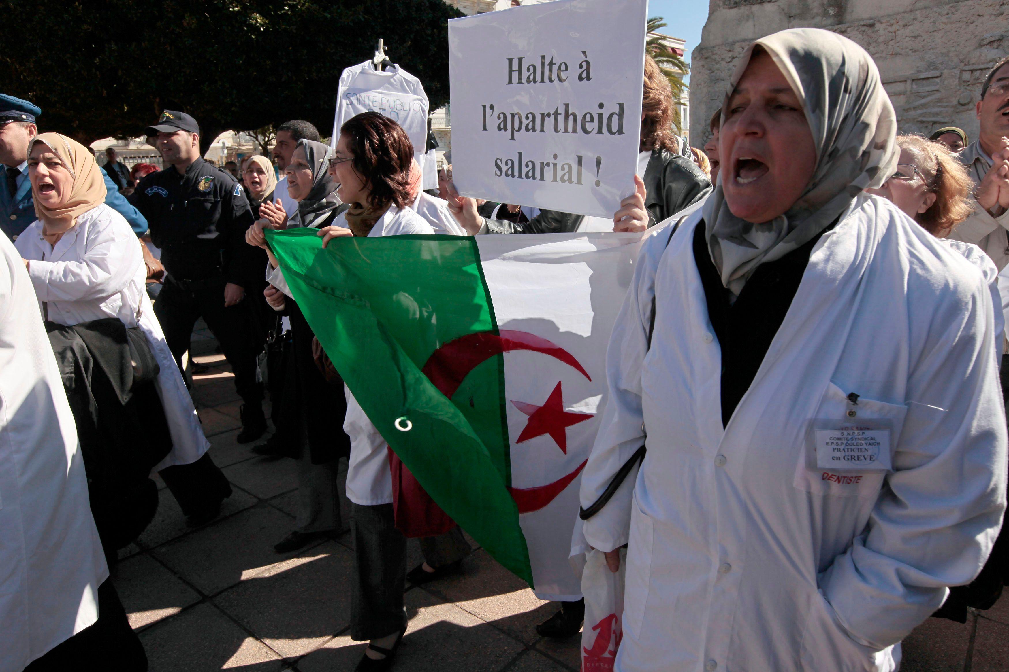 Pour un médecin spécialiste qui choisit de rester auprès de ses malades algériens, combien cèdent aux opportunités alléchantes venues de l'étranger, et notamment des pays du golfe Arabique?