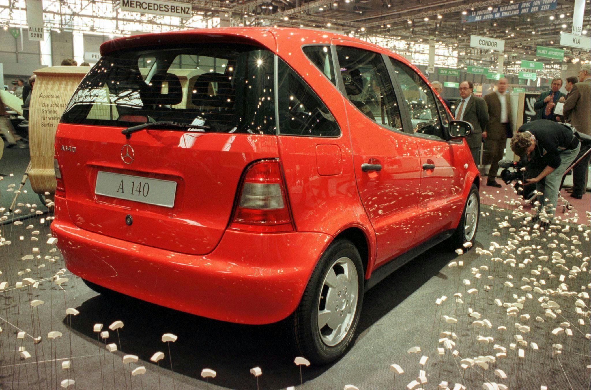 Le bonus-malus automobile consiste à taxer les voitures qui rejettent beaucoup de CO2 et avec l'argent ainsi récupéré à subventionner celles qui en rejettent peu.