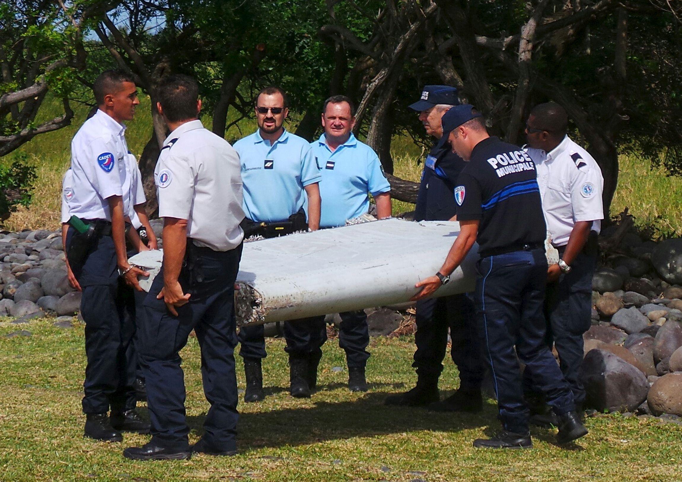 MH370 : le débris d'un Boeing 777 trouvé à La Réunion est arrivé à Paris avant d'être analysé à Toulouse