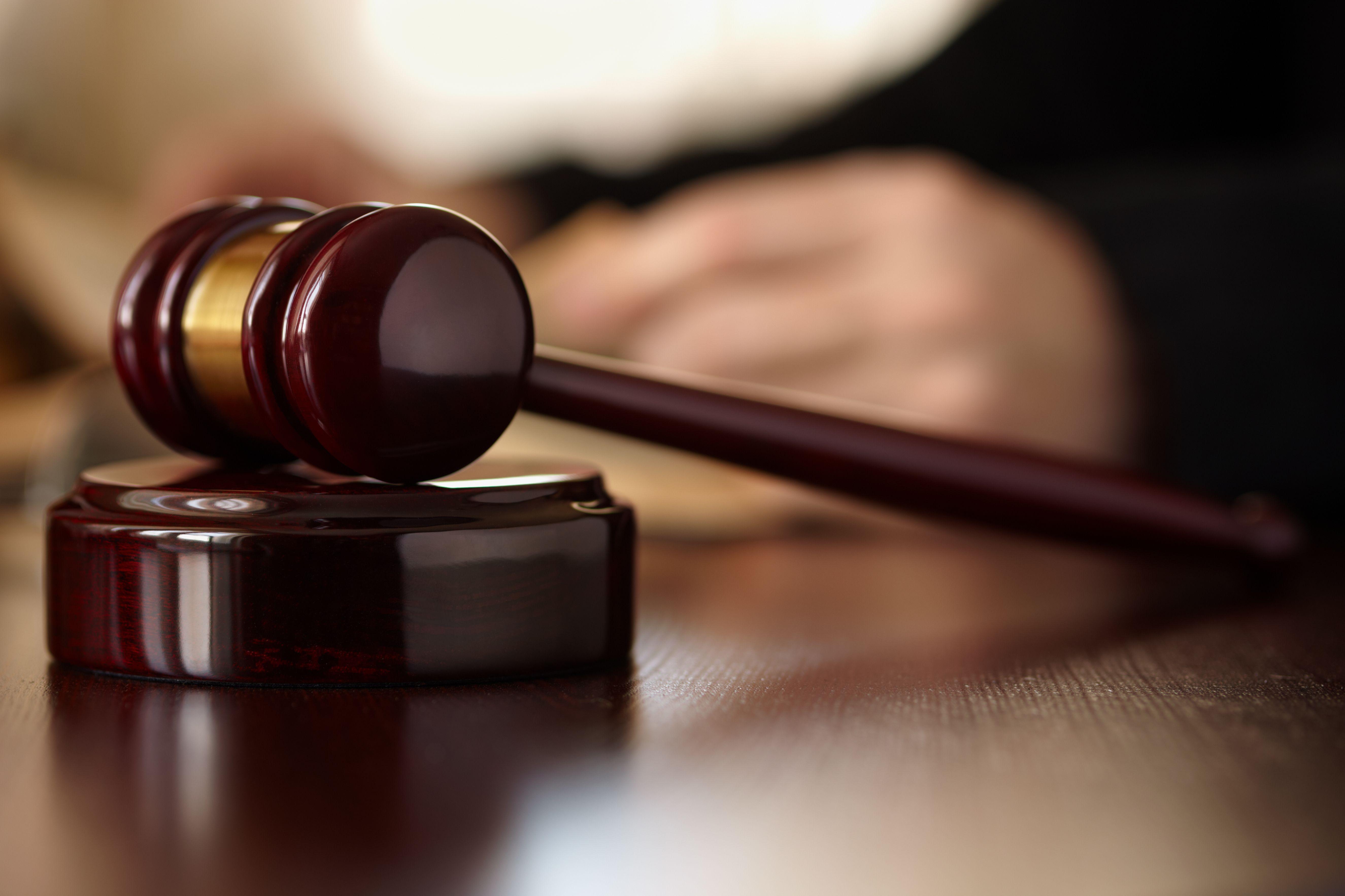 Le report de la loi Famille a conséquemment provoqué l'abandon d'un encadrement juridique du statut des beaux-parents.