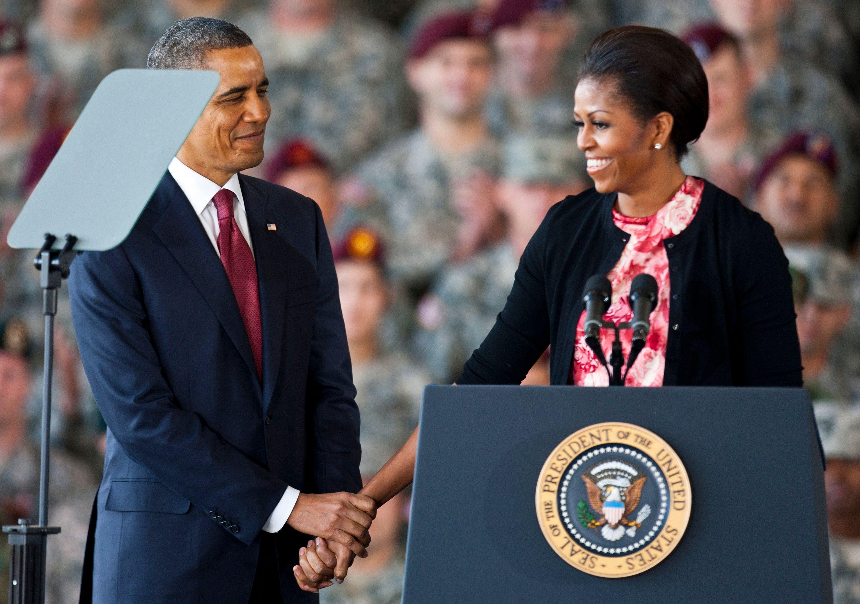 """Propos de Donald Trump sur les femmes : Michelle Obama évoque """"un comportement de prédateur sexuel"""""""