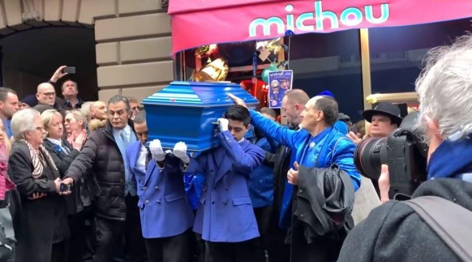 Obsèques de Michou : les Parisiens et les stars rendent un dernier hommage au Prince bleu de Montmartre