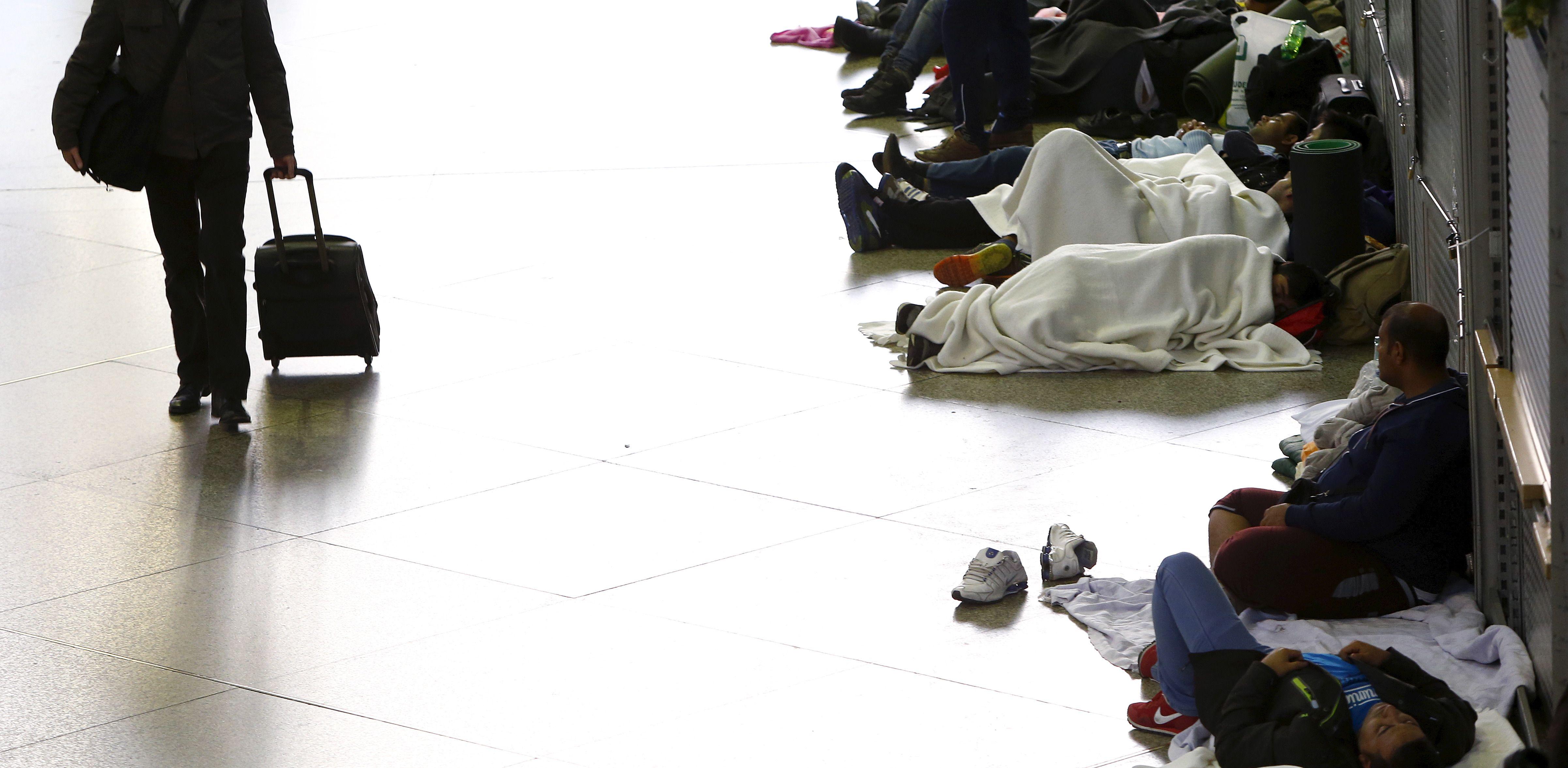 Allemagne : la ville de Munich qui a accueilli plus de 12 000 réfugiés ce samedi, est débordée