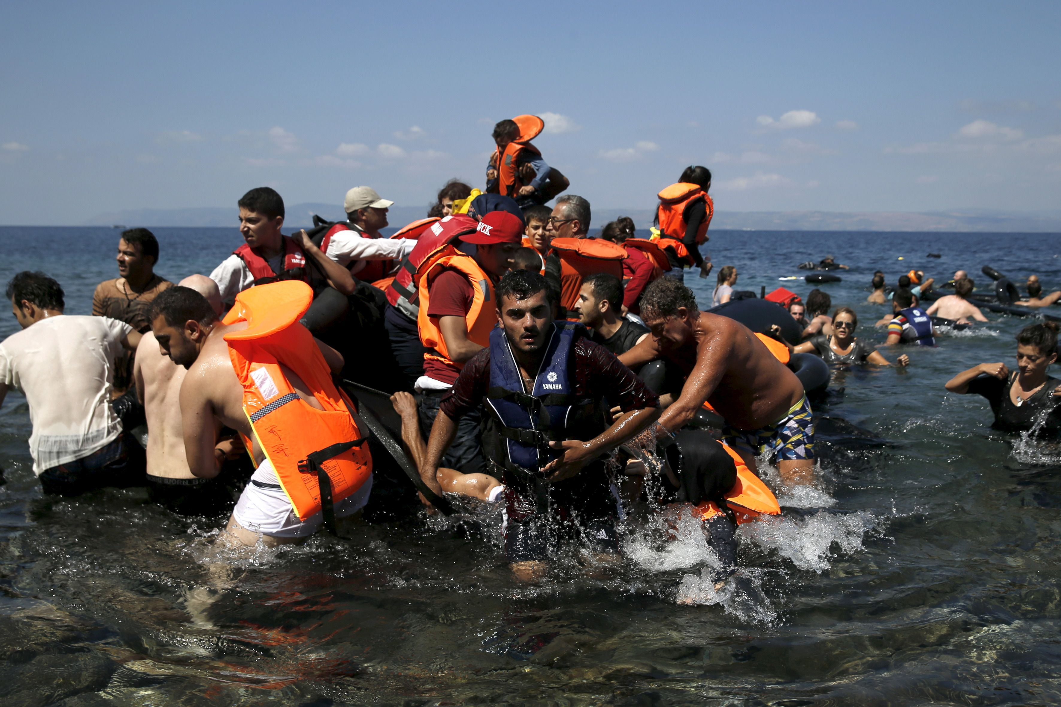 Des migrants débarquant en Italie.