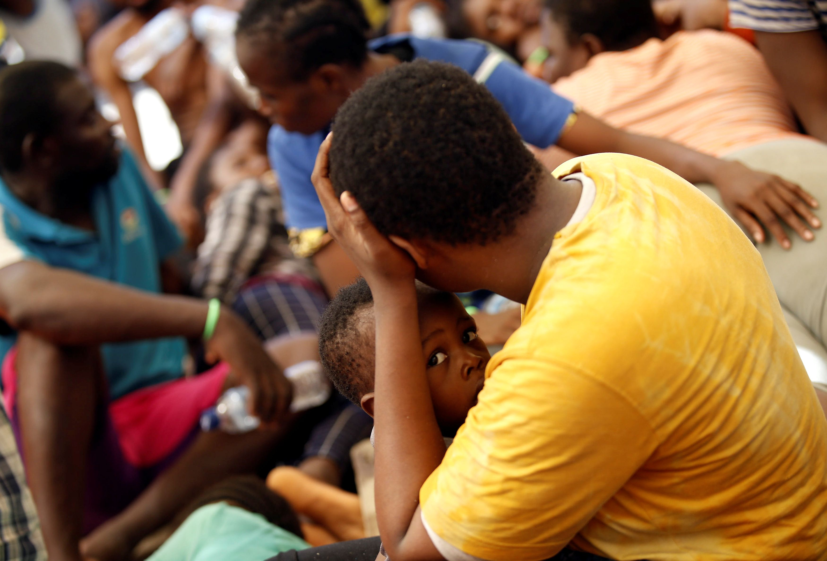 """Au cours des cinq derniers jours, plus de 6 000 personnes ont été sauvées entre l'Afrique du Nord et l'Italie. Parmi elles, l'association """"Save The Children"""" estime qu'il y a plus de 10 % de mineurs non accompagnés."""