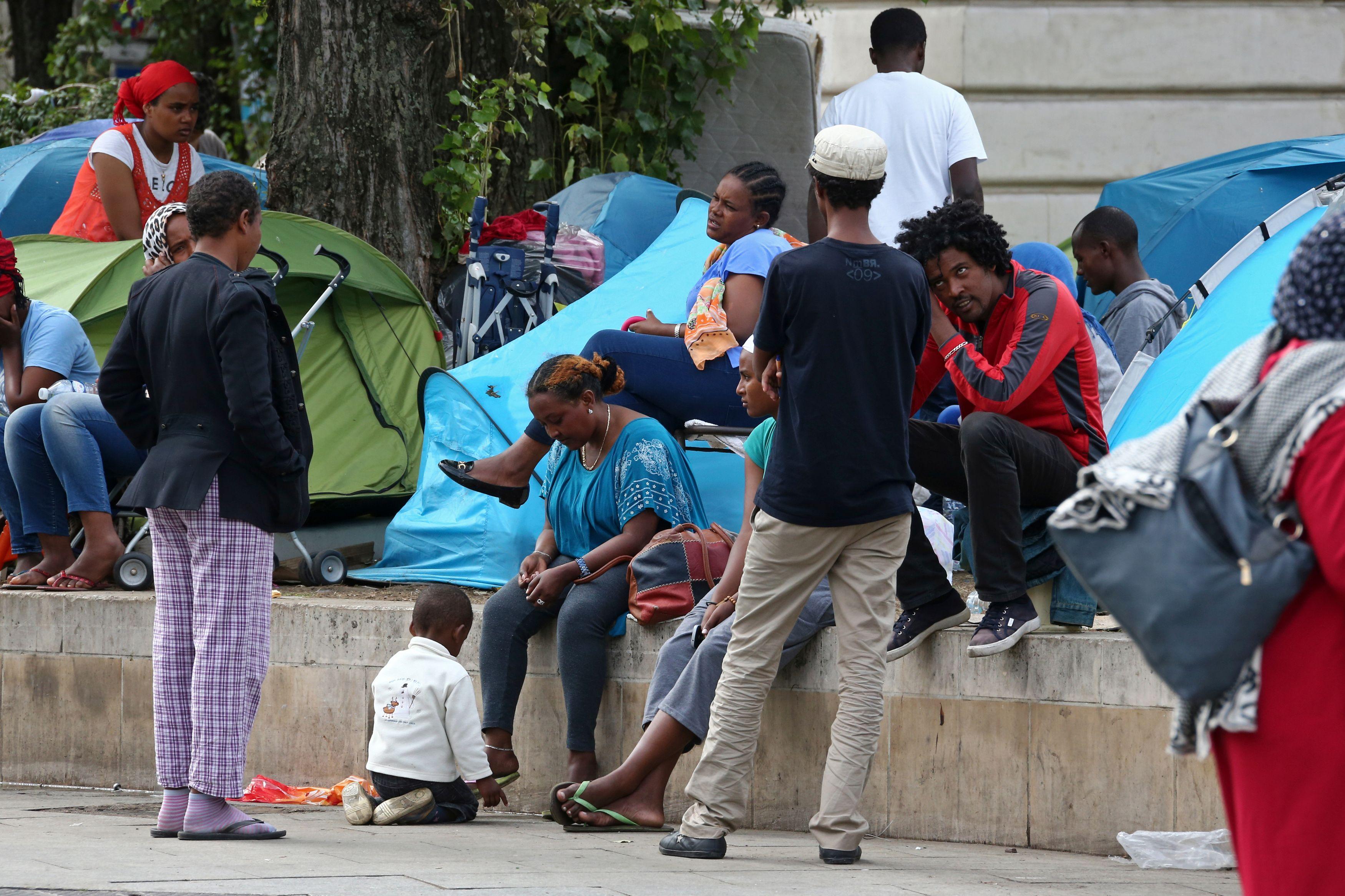 Alpes-Maritimes : des associations ouvrent illégalement un lieu d'accueil pour les réfugiés