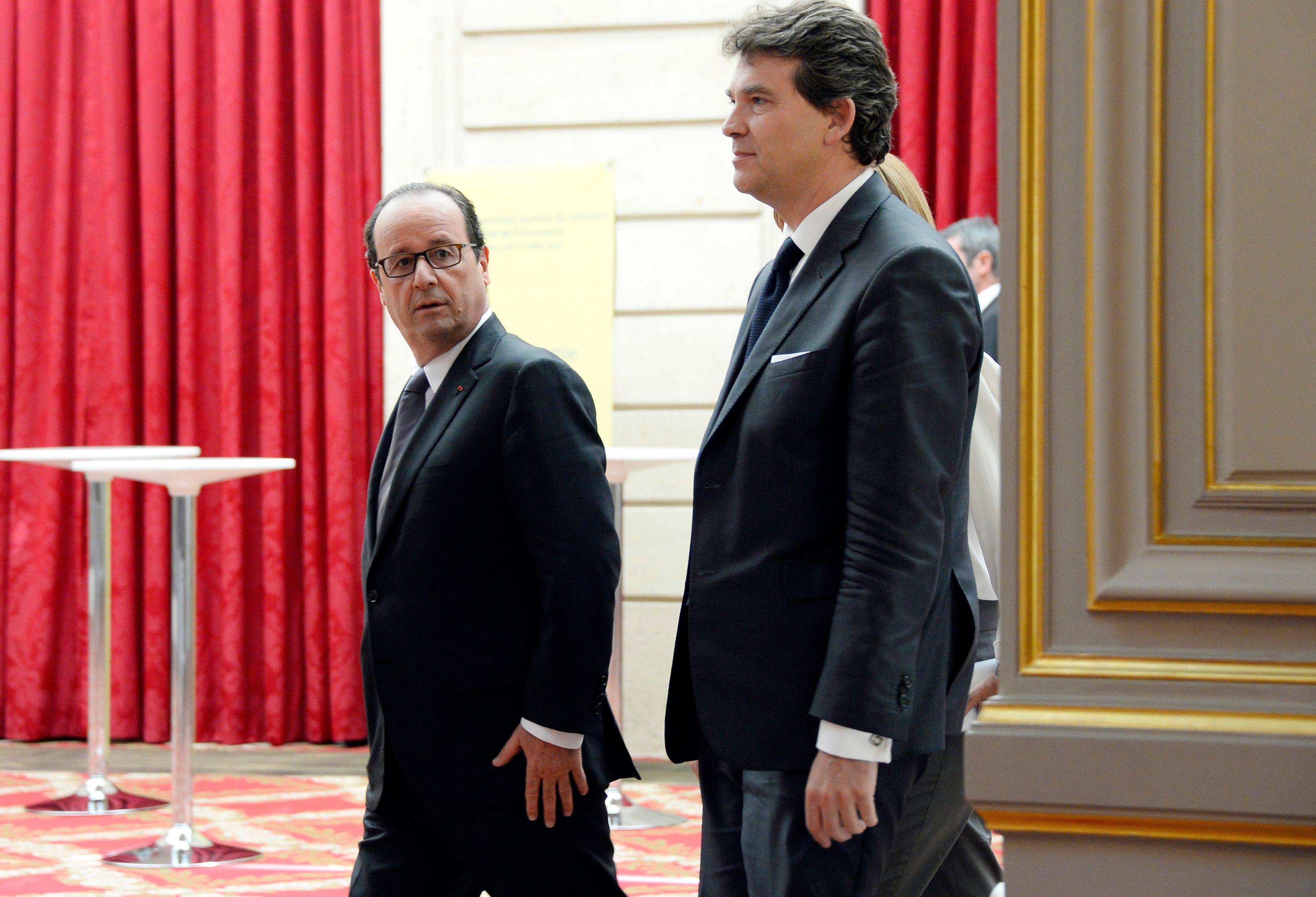 Le problème de l'ancien ministre de l'Économie n'est pas le premier tour mais le second, il se sait beaucoup moins bien placé que François Hollande pour nouer des alliances. Il discute avec Benoit Hamon mais ne se fait aucune illusion...