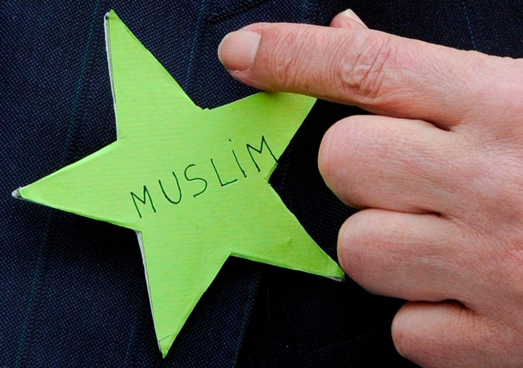 Quand Vincent Peillon décore les musulmans d'une étoile jaune…
