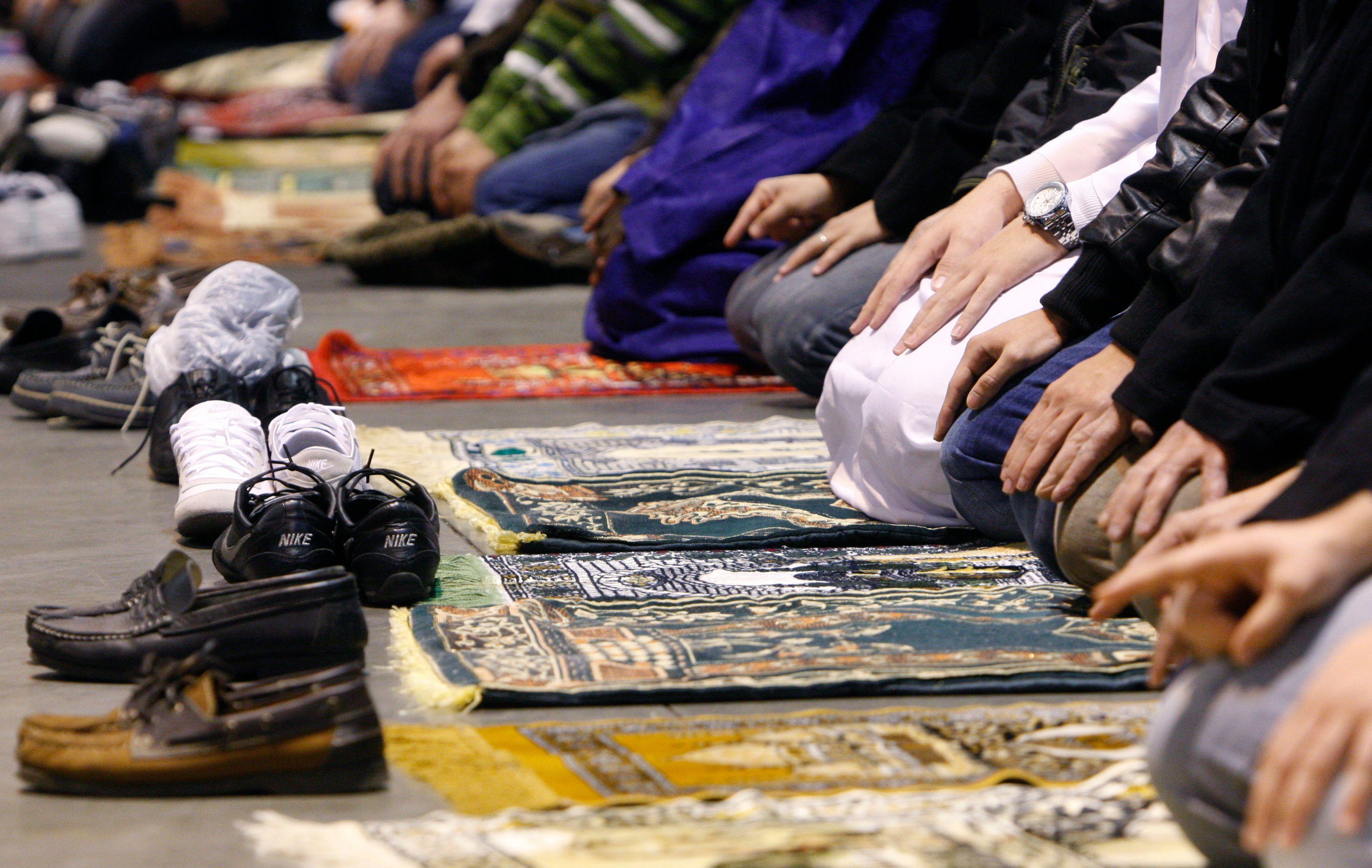 Traumatisme post-attentats : le fossé entre ceux que l'islam inquiète et ceux qui se sentent victimes de stigmatisation est profond