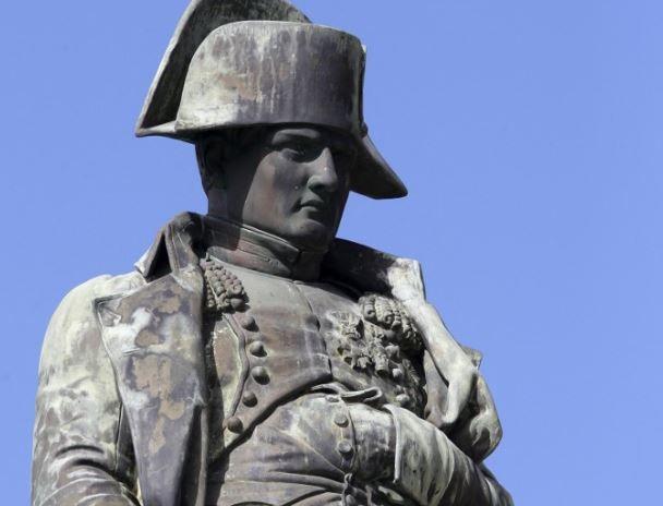Une statue de Napoléon Bonaparte. Beaucoup de questions se posent en France et au sein de la classe politique sur les commémorations liées à la mort de Napoléon.