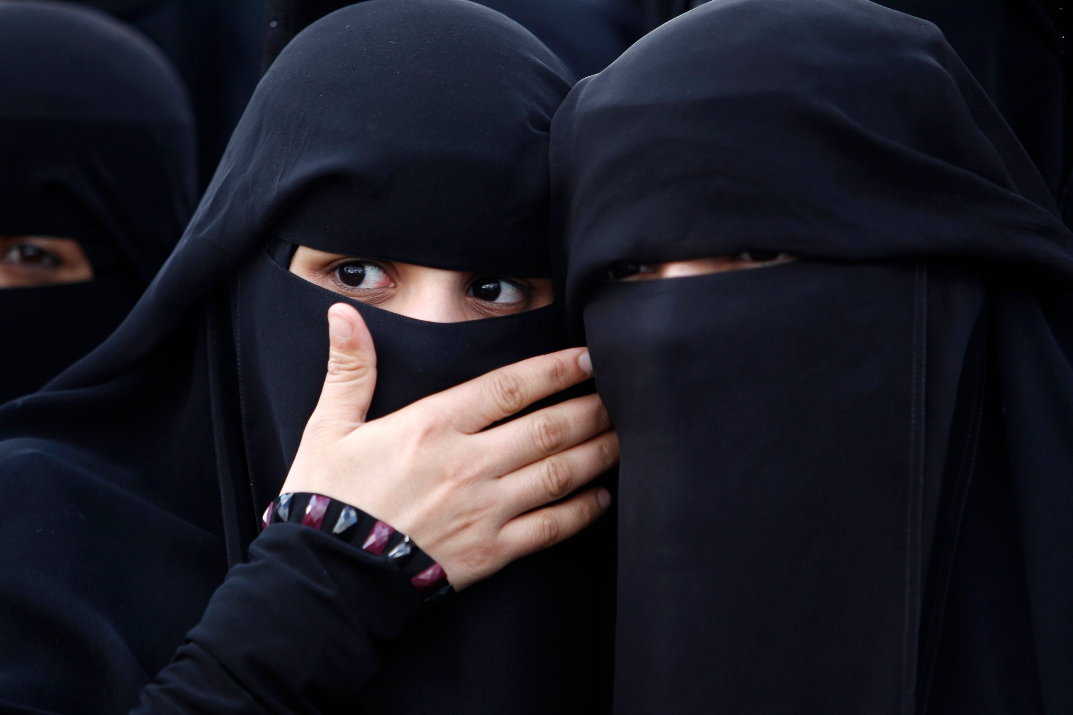 """""""Quittez vos niqabs ou quittez l'Europe!"""""""