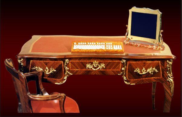 Georges Chirita propose des ordinateurs de luxe de style Louis XV, Louis XVI, et Empire.