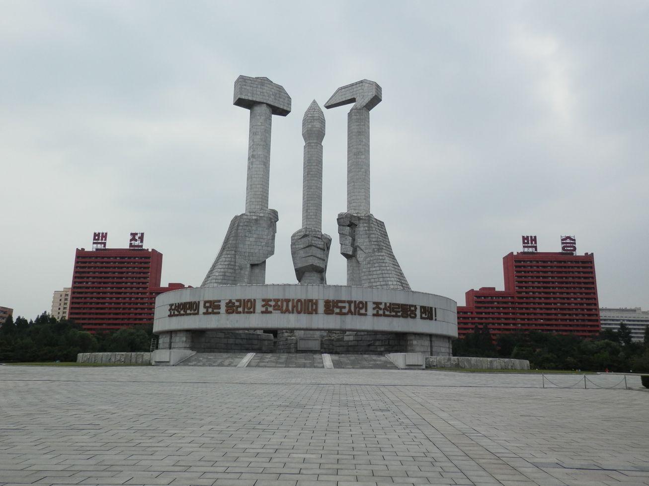 Comment la Corée du Nord fait rentrer des fonds en construisant des monuments en Afrique