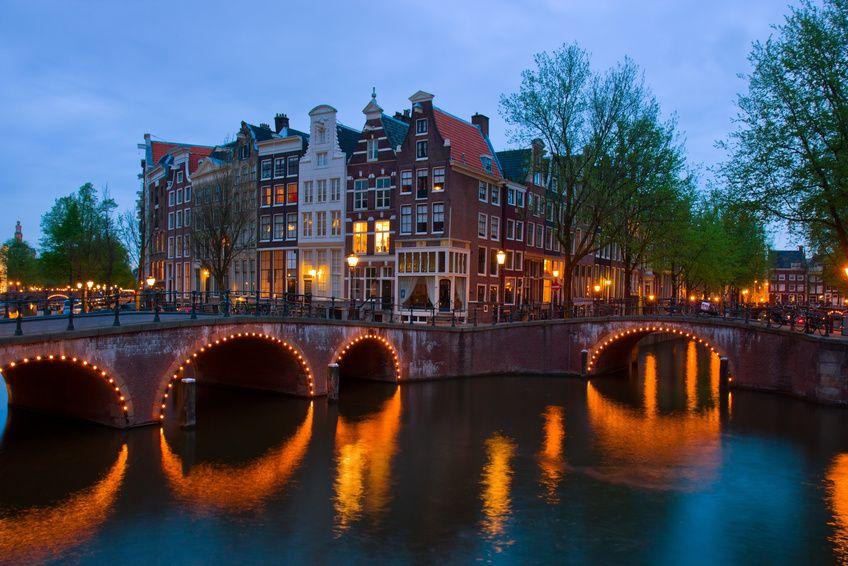 Amsterdam : les conducteurs de trams équipés de kits pour prélever l'ADN de ceux qui leur crachent dessus