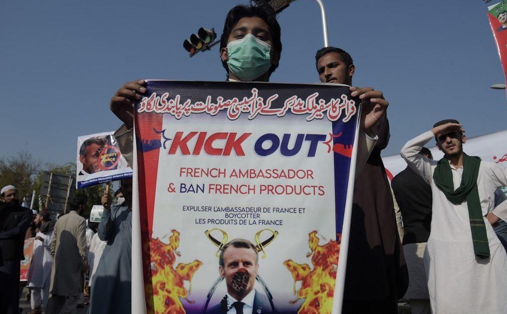 La France recommande à ses ressortissants de quitter temporairement le Pakistan.