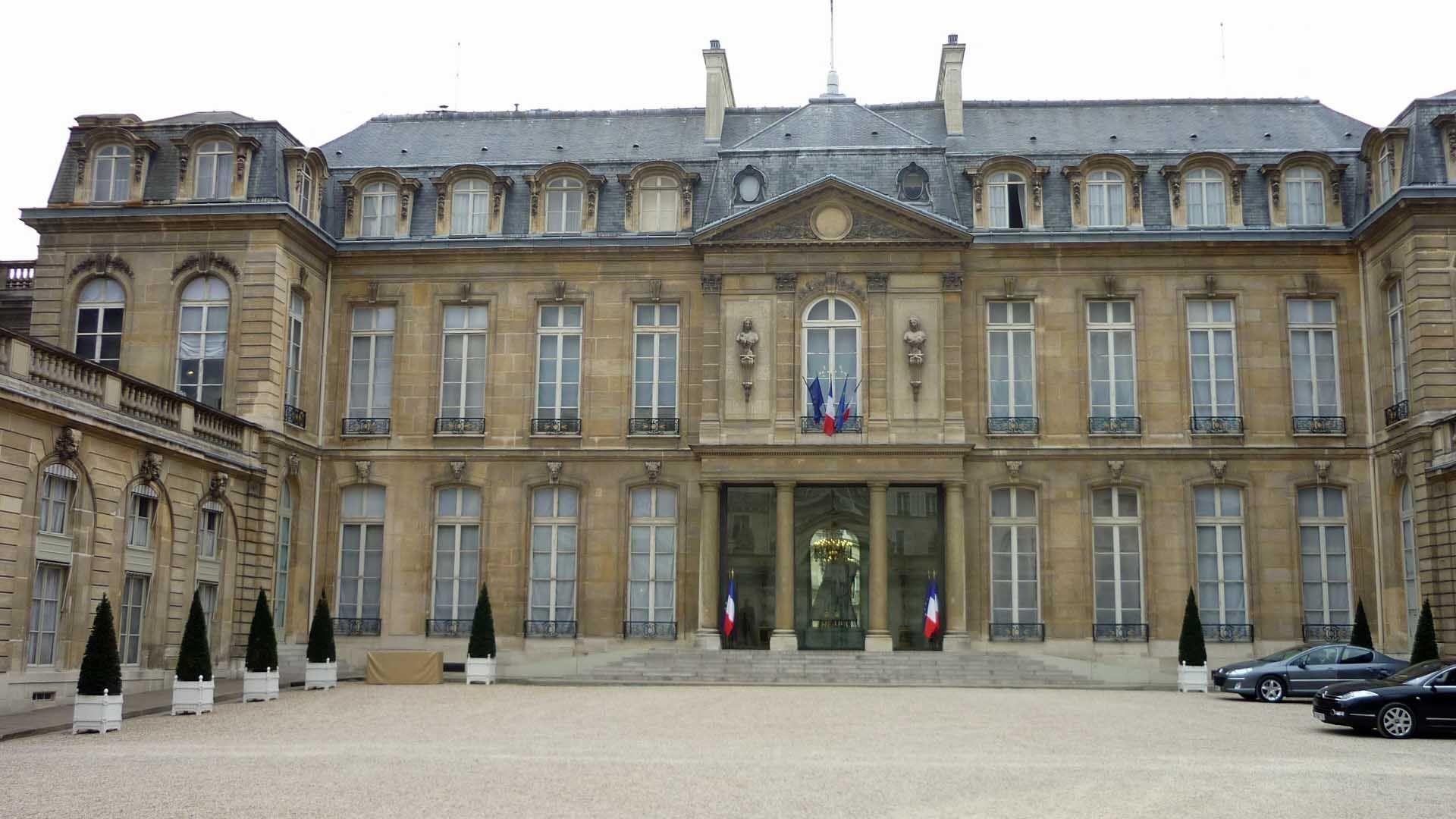 Premier tour présidentielle : Nicolas Sarkozy rattrape François Hollande pour la première fois dans un sondage