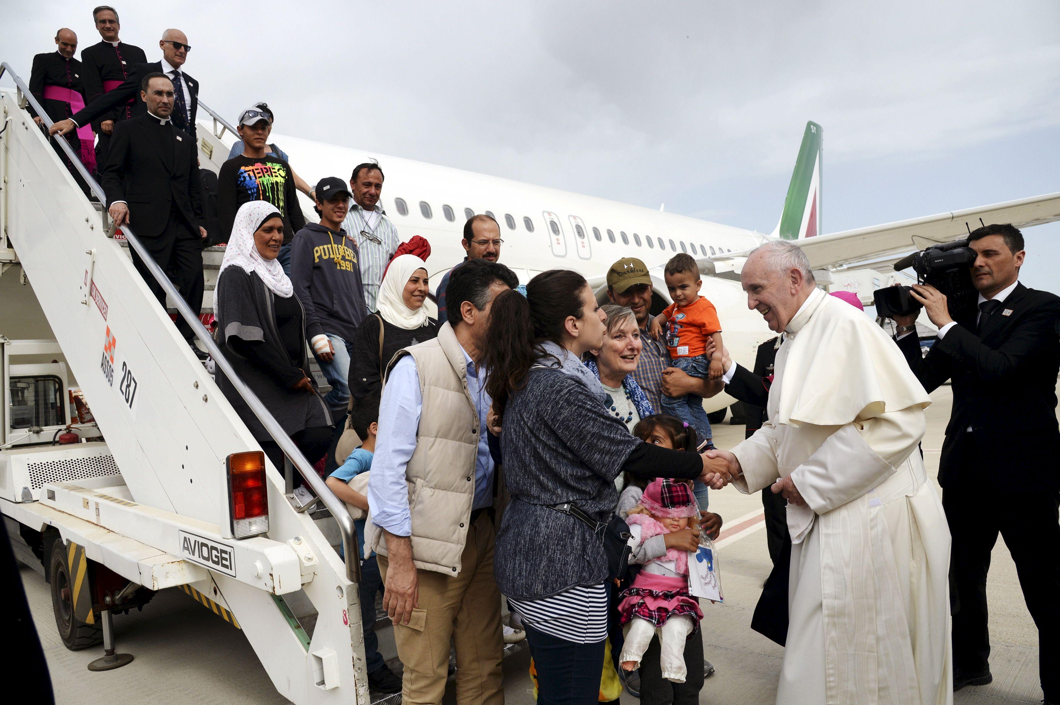 Ce samedi 16 avril, le pape François s'est rendu sur l'île de Lesbos (Grèce), à la rencontre des réfugiés. Le souverain pontife a fait le choix de revenir avec 12 Syriens.