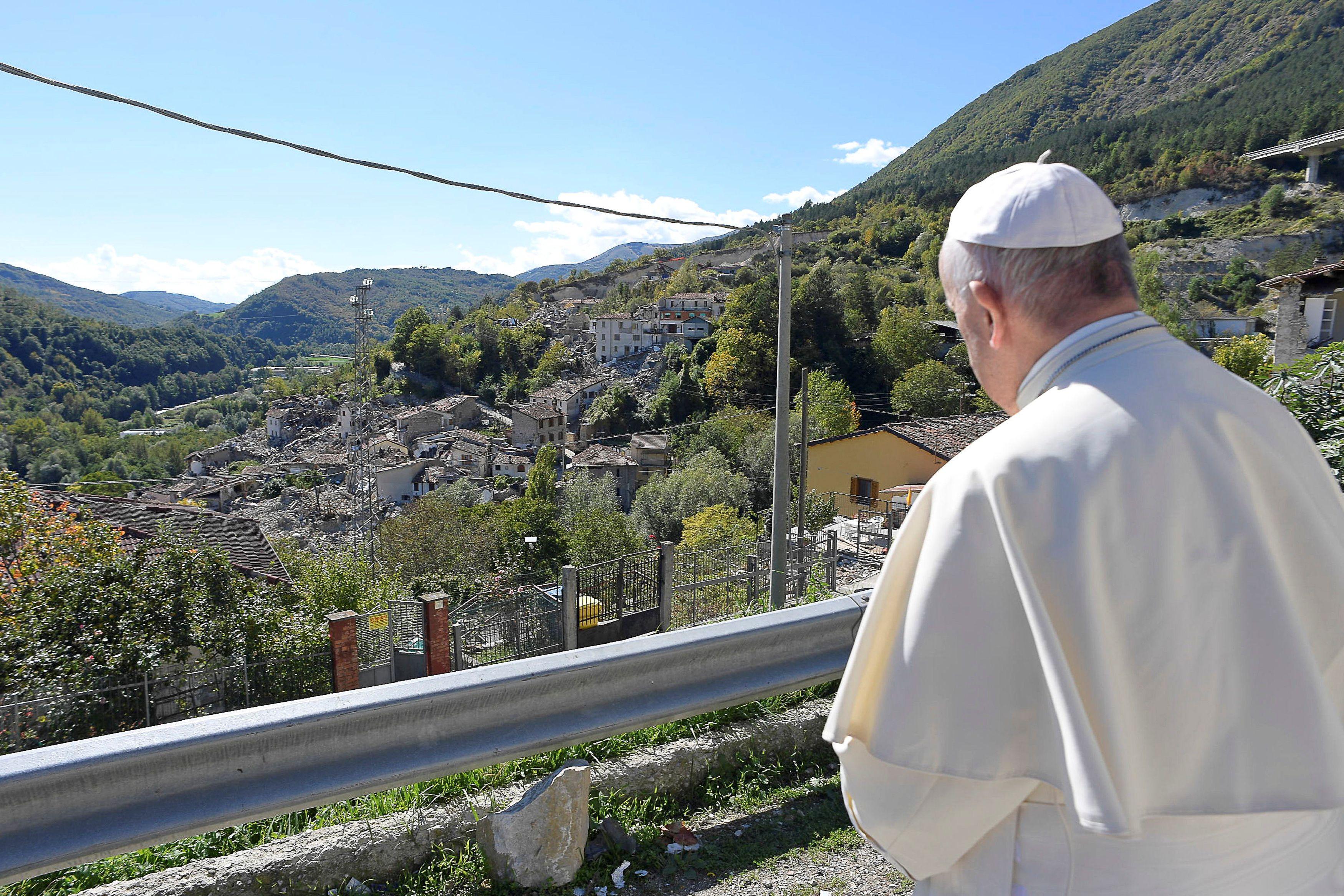 """Charismatique mais tombant parfois dans le piège du """"padamalgam"""": François, ce curieux pape jésuite qui intrigue les musulmans"""