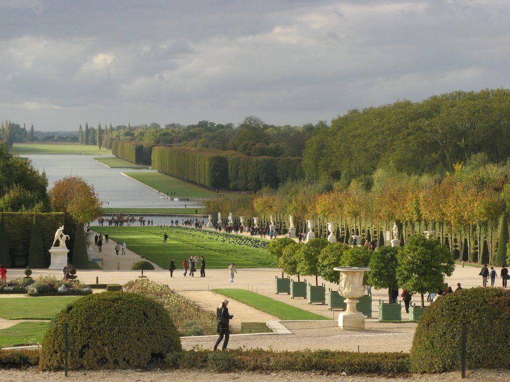 """Versailles. """"Ici, bientôt, 300 hectares de panneaux solaires. Livraison 2014""""."""