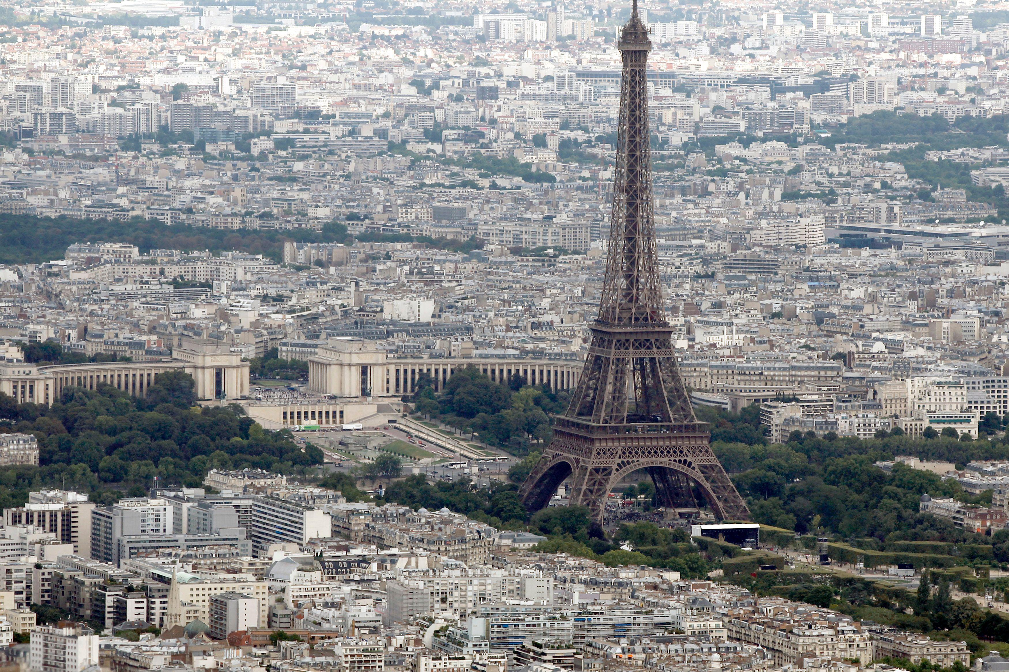 Un morceau de la Tour Eiffel est mis en vente ce lundi