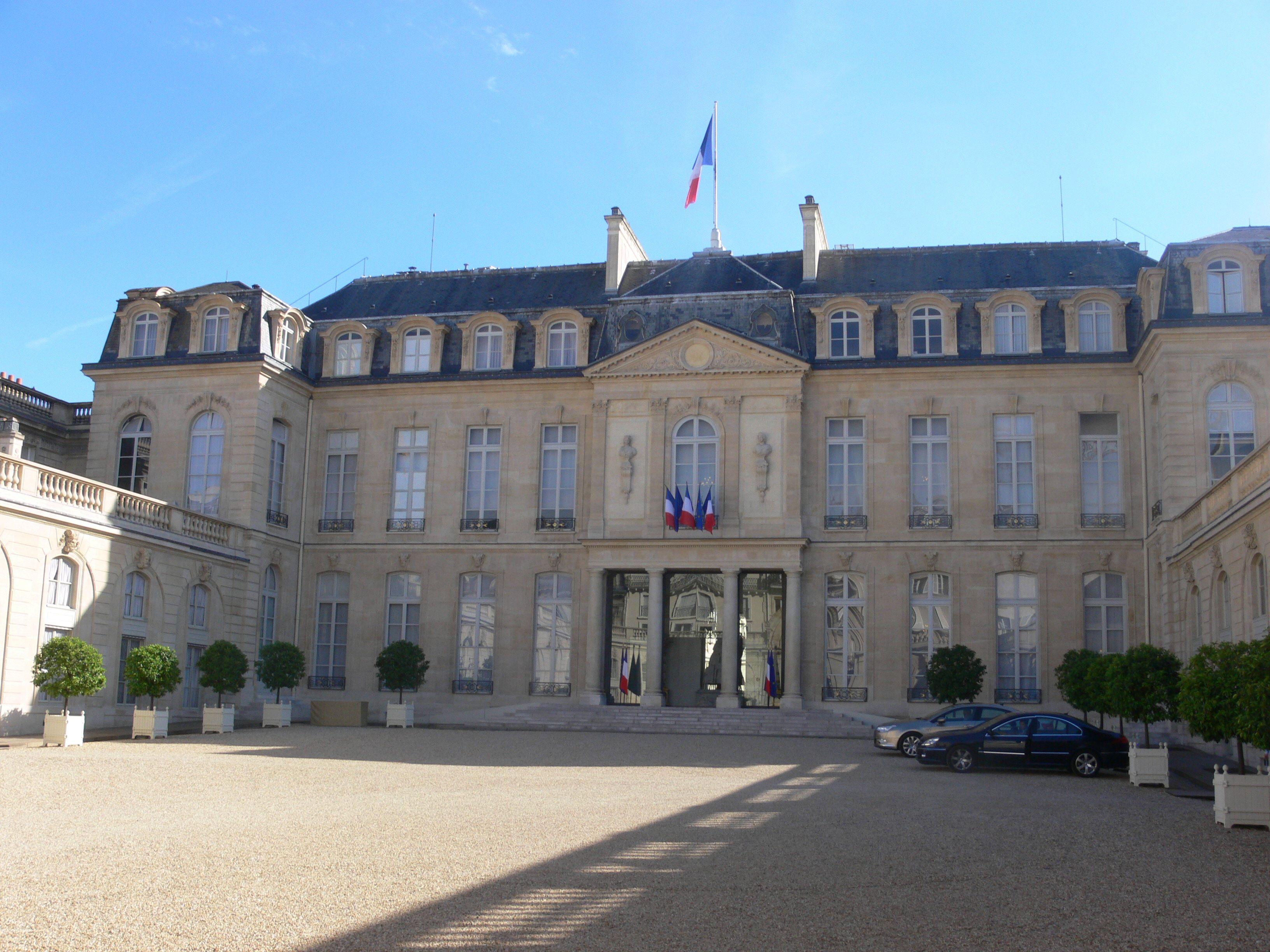Où l'on apprend que d'anciens membres du personnel de l'Elysée, comme l'ancien majordome personnel de Jacques Chirac, sont toujours logés gracieusement