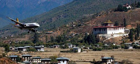 Atterrissage en direct à l'aéroport de Paro, au Bhoutan, le plus dangereux du monde.