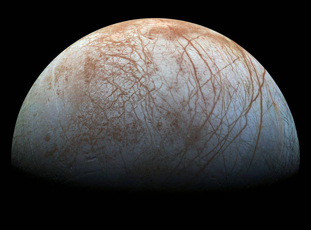 De la vapeur d'eau a été trouvée, de façon persistante, sur l'hémisphère arrière d'Europe, la lune de Jupiter.