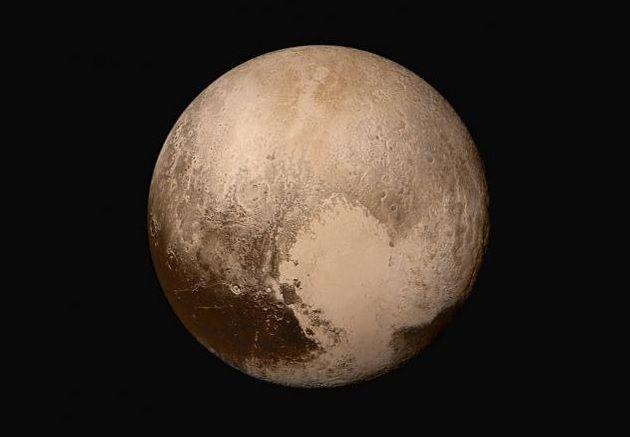 """De nouvelles images inédites de Pluton dévoilées par la Nasa qui affirme """"c'est compliqué"""""""