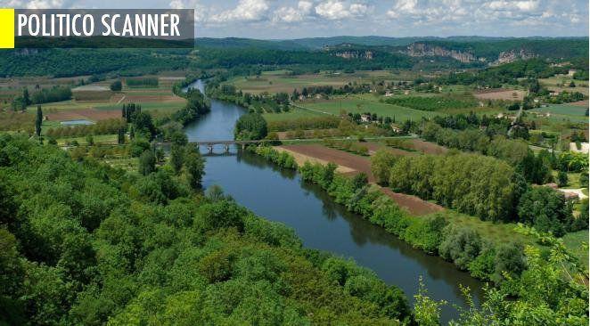"""La vallée de la Dordogne vue depuis Domme, l'un des 300 """"plus beaux villages de France"""" (région Aquitaine)"""