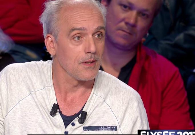 """Enterrement de Johnny à Saint-Barth : """"Même mort, il continue d'être fraudeur fiscal"""" lâche Philippe Poutou"""