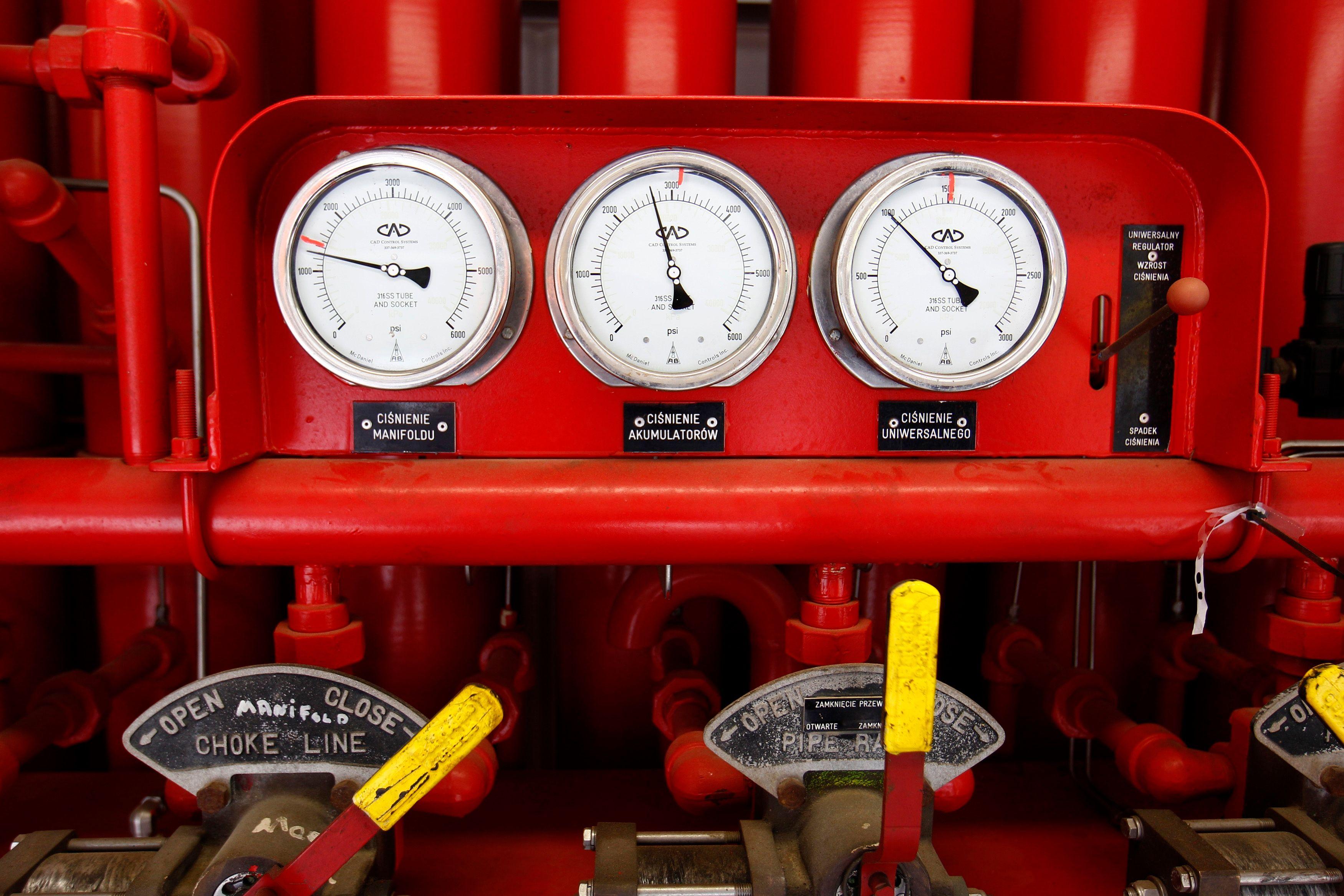 Mesureur de pression sur une exploitation de gaz de schiste.