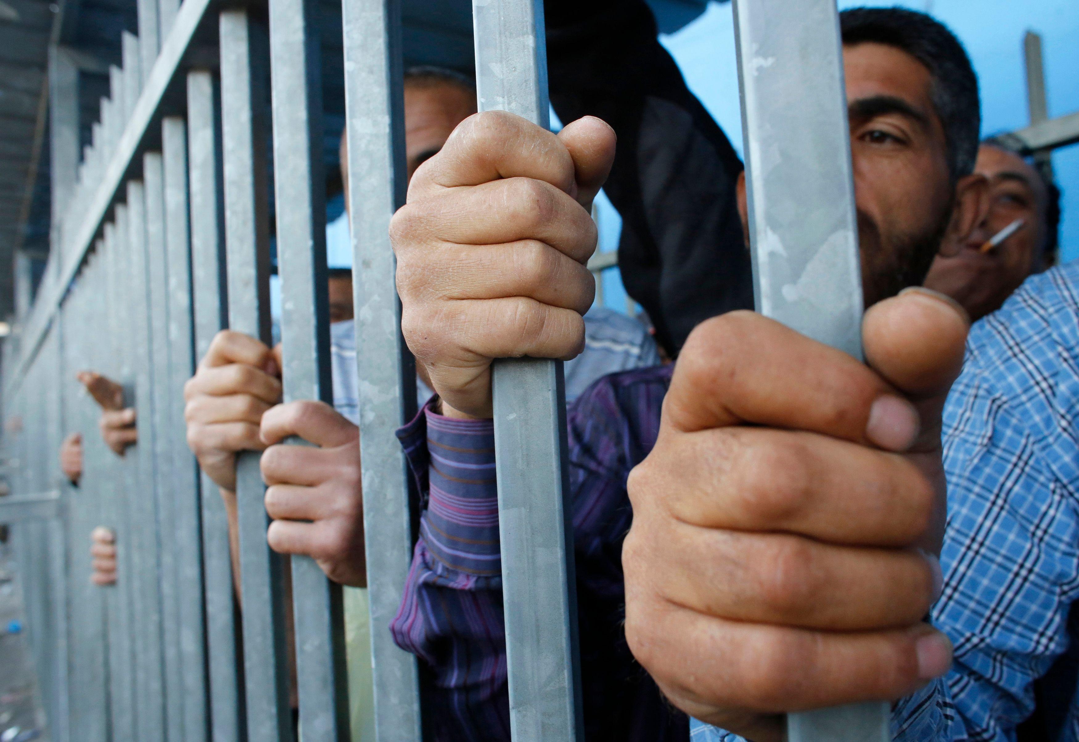 Les prisons modernes isolent trop les détenus.