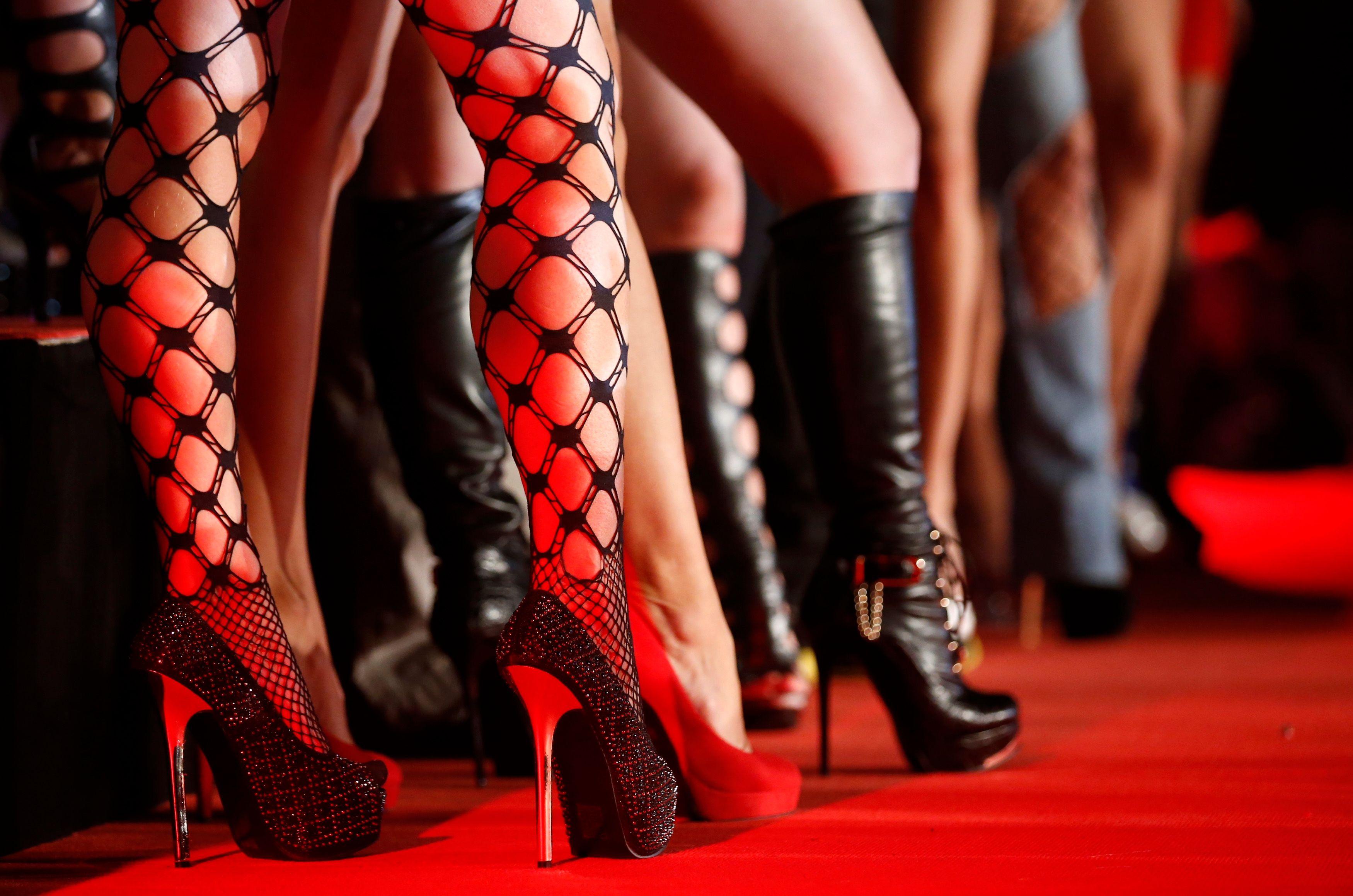 """""""S'il était cohérent, le gouvernement ne devrait pas s'attaquer à la prostitution mais la défendre."""""""
