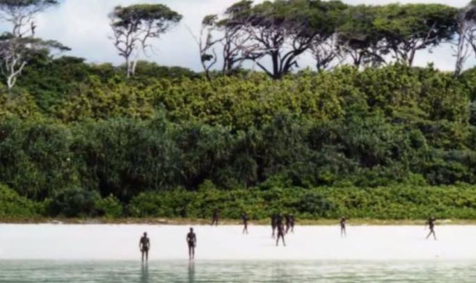 """Les Sentinelles : la tribu isolée depuis 60 000 ans sur """"l'île la plus dangereuse"""" au monde"""