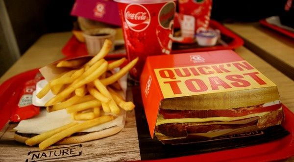 Il n'y a pas que les burgers qui peuvent être mauvais pour votre santé, leurs emballages aussi