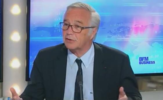 Le ministre du Travail François Rebsamen a assuré mardi 16 décembre que le gouvernement allongerait, si nécessaire, la durée de cotisation requise pour toucher une retraite à taux plein.