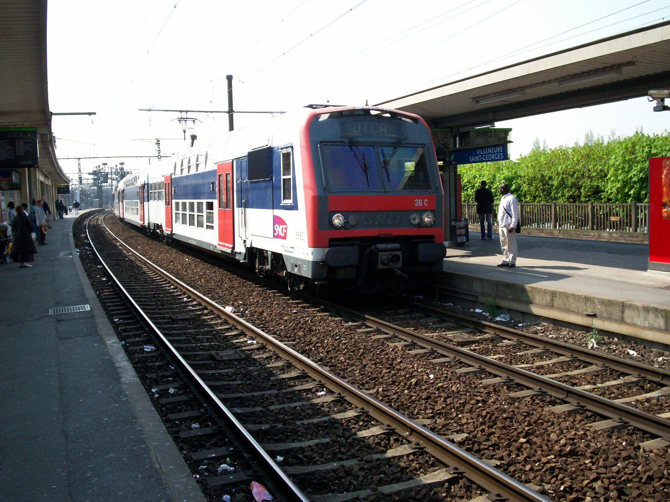 RER dans une gare