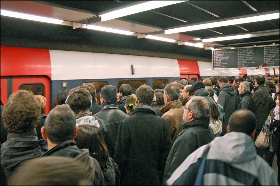 """La SNCF prévoit """"huit années difficiles"""" pour les usagers du RER et du Transilien"""