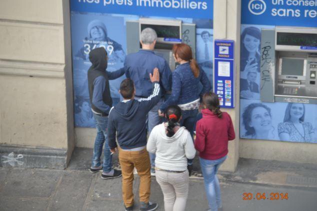 """""""Une bande Roms"""" a volé un touriste dimanche aux abords de la cathédrale Notre Dame."""