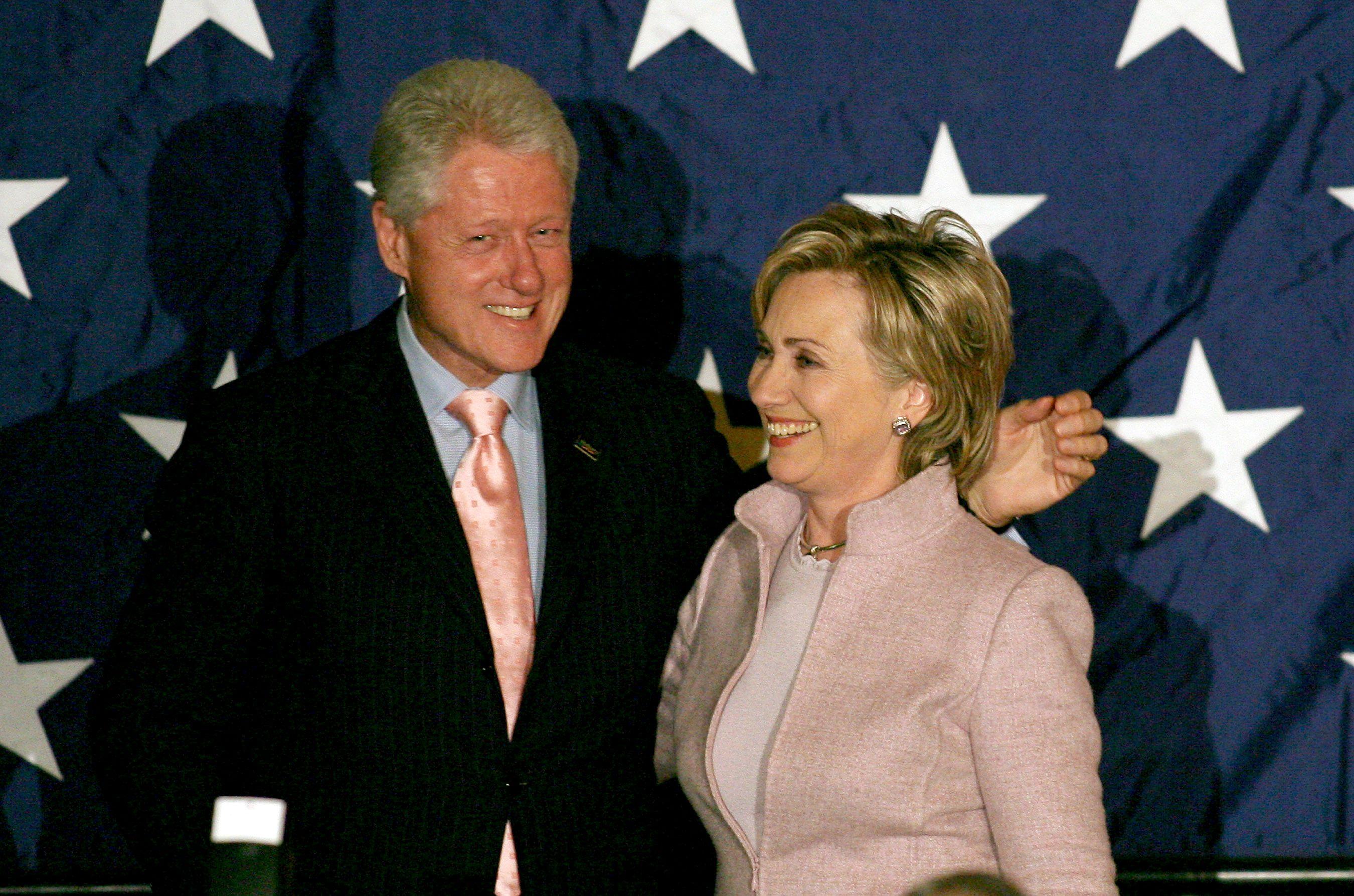 Pour Hillary Clinton, les problèmes de sa campagne étaient liés au scandale concernant son utilisation d'un serveur privé d'emails. Pour Bill Clinton, le problème était plus profond et stratégique.