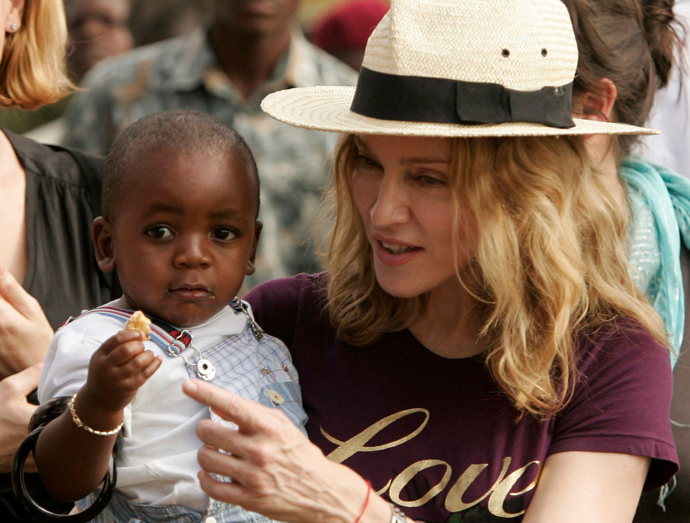 Malawi : Madonna autorisée à adopter des jumelles