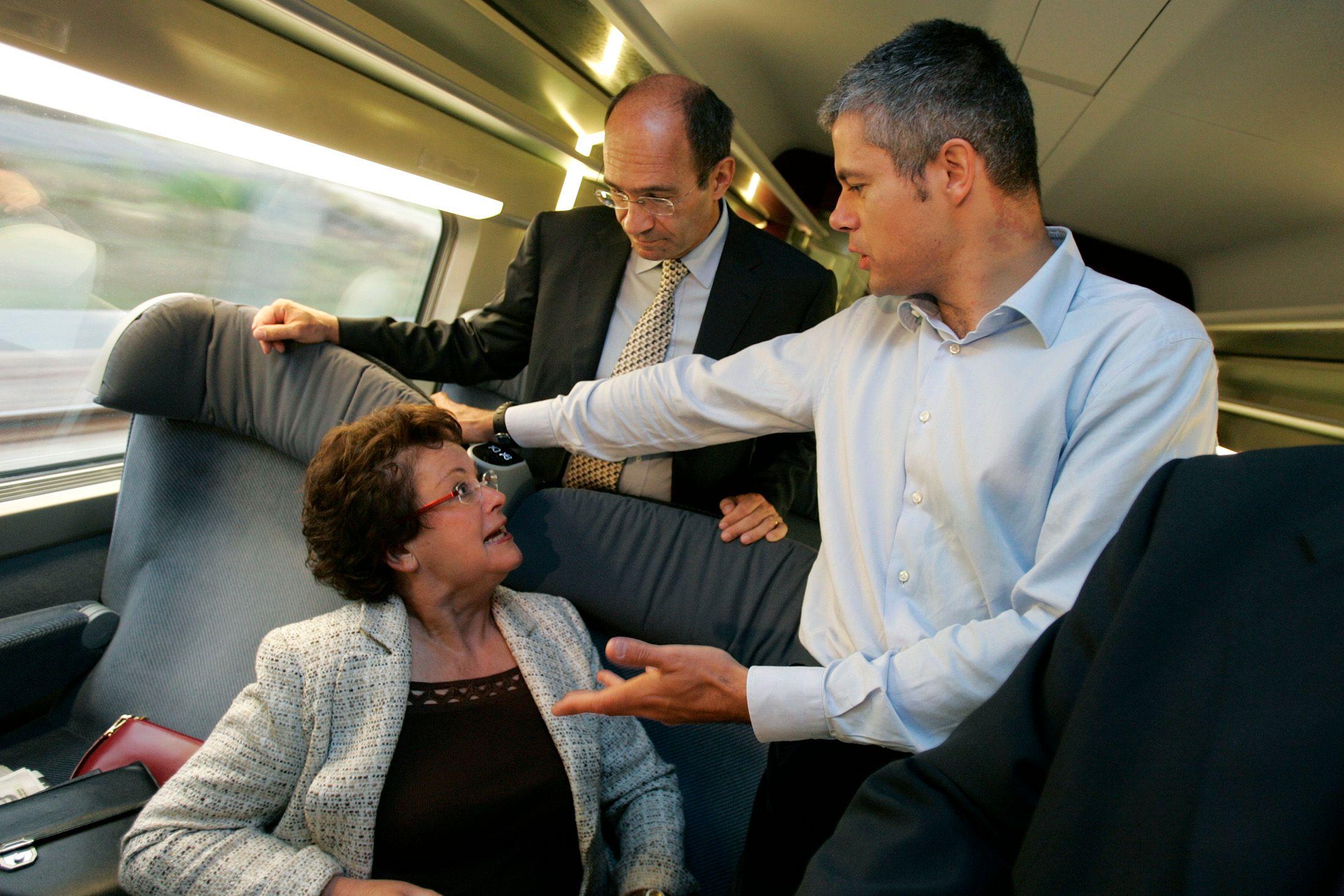 Laurent Wauquiez dans un TGV.