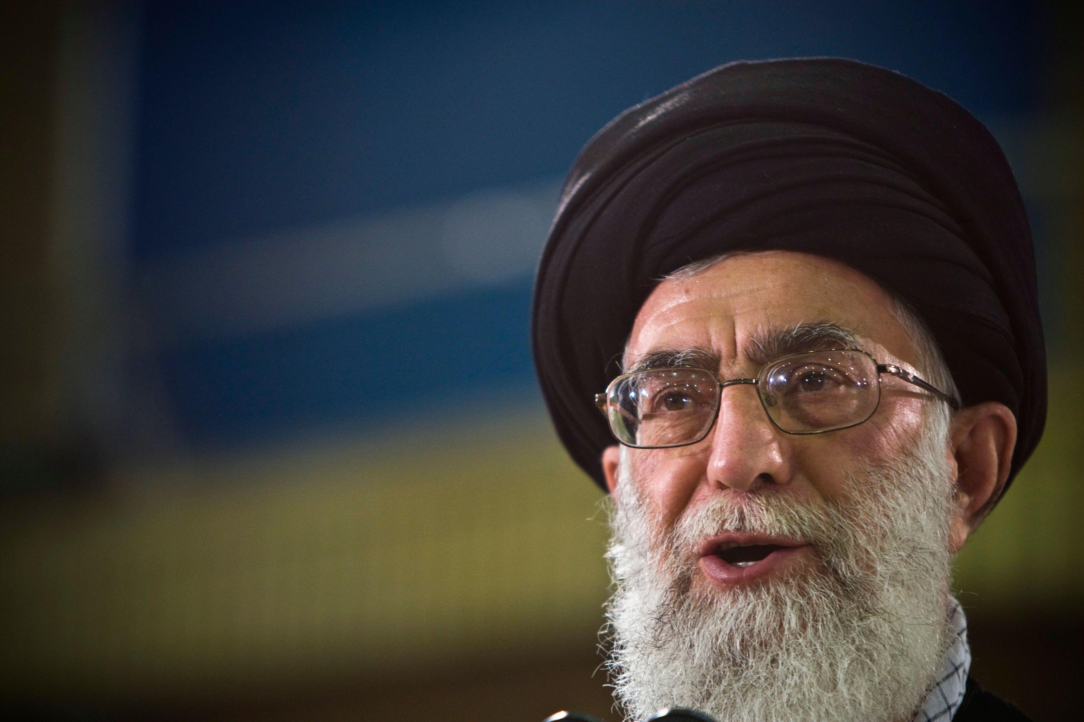 """Iran : Khamenei accuse les """"ennemis"""" du pays"""