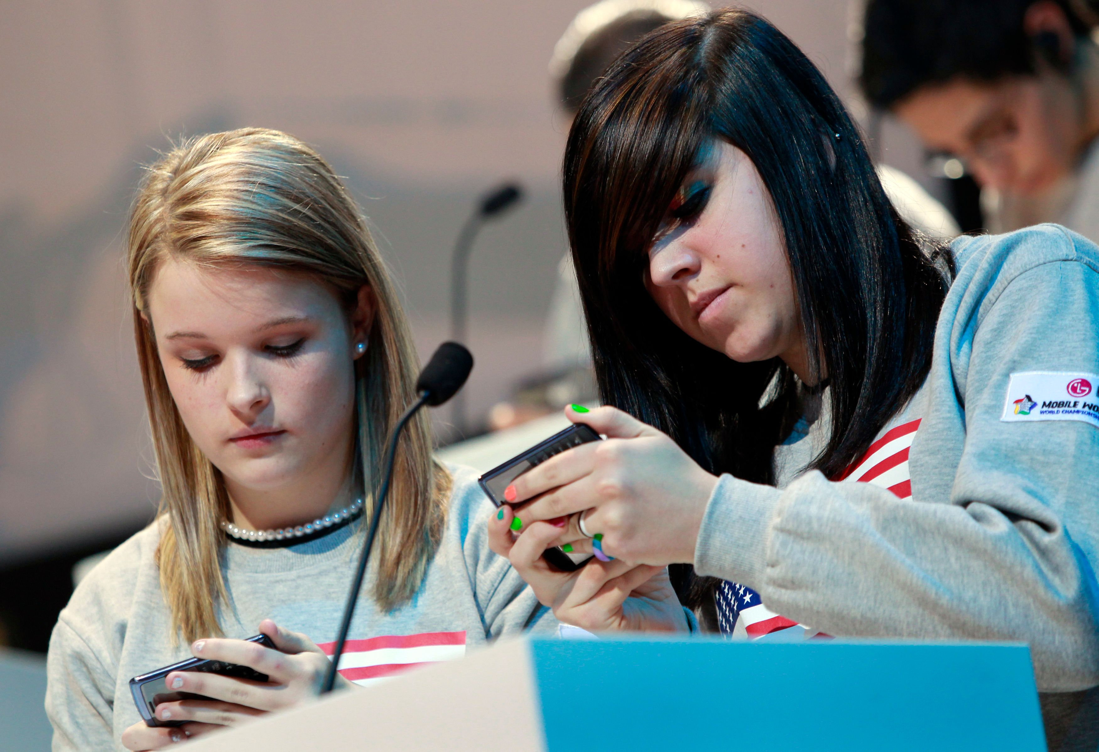 De plus en plus d'adolescents, voire d'enfants, ont leur propre téléphone portable.